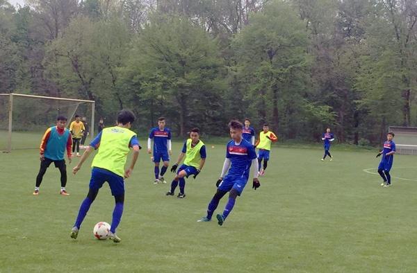Quang Hai tap cung U20 Viet Nam anh 1