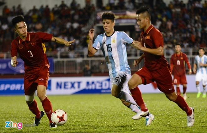 Quang Hai: 'Doi thu qua manh khien U20 VN mat het tu tin' hinh anh 1