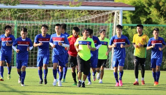 HLV U20 Viet Nam treo tien thuong de khich le hoc tro hinh anh 1