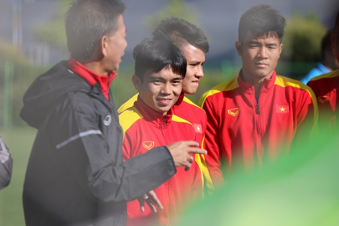 HLV U20 Viet Nam treo tien thuong de khich le hoc tro hinh anh 2