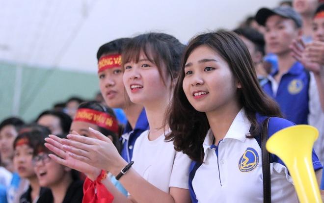 Hoang Thuy Linh trinh dien boc lua o chung ket futsal VUG 2017 hinh anh 6