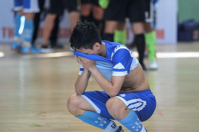 Hoang Thuy Linh trinh dien boc lua o chung ket futsal VUG 2017 hinh anh 5