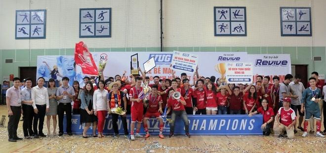 Hoang Thuy Linh trinh dien boc lua o chung ket futsal VUG 2017 hinh anh 7