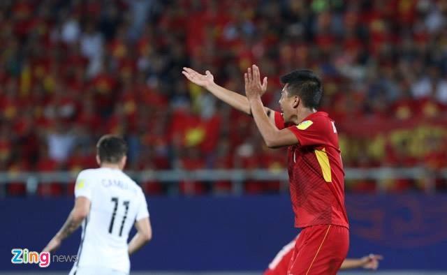 Trong tai Tahiti dieu khien tran U20 Viet Nam vs U20 Phap hinh anh 1