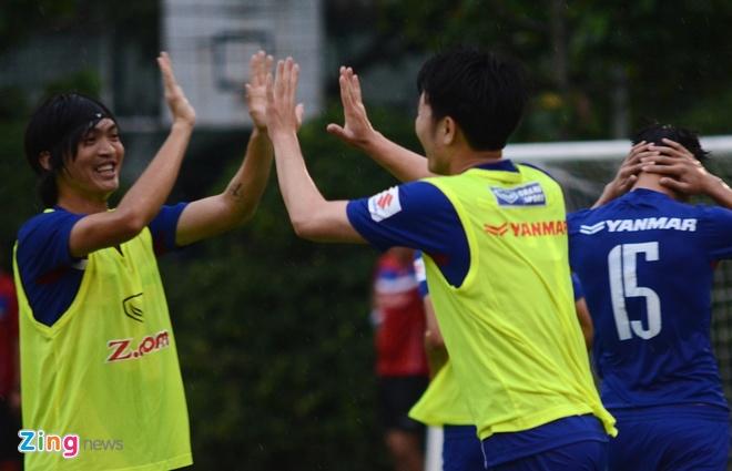 Cong Phuong, Xuan Truong thi nhau ghi ban tren san tap hinh anh 5