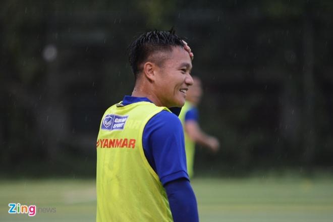 Cong Phuong, Xuan Truong thi nhau ghi ban tren san tap hinh anh 4