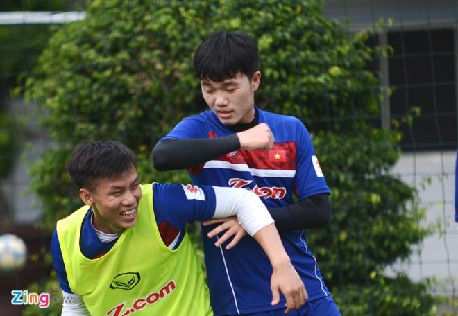 Que Ngoc Hai treu choc Xuan Truong tren san tap hinh anh 3