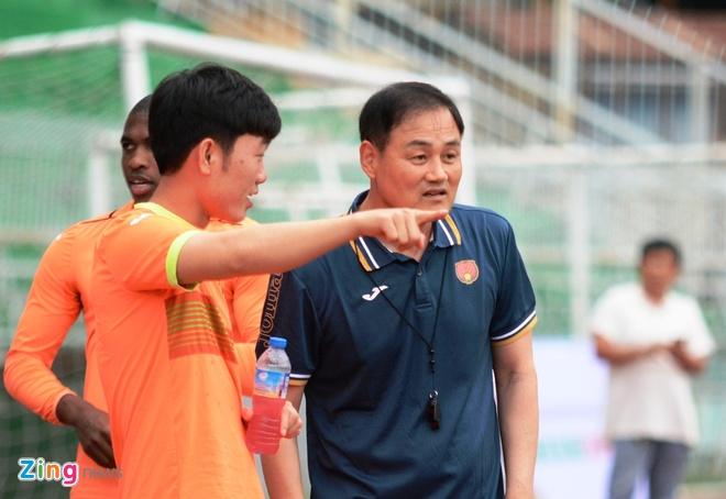 HLV Gangwon: 'Toi tiec vi khong dung duoc Xuan Truong nhieu hon' hinh anh 1