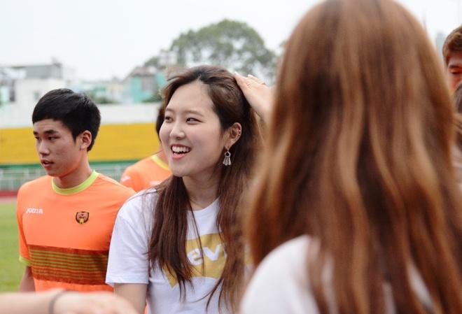 Nhom Berry Good khuay dong tran Tuyen TP.HCM vs Gangwon hinh anh 6