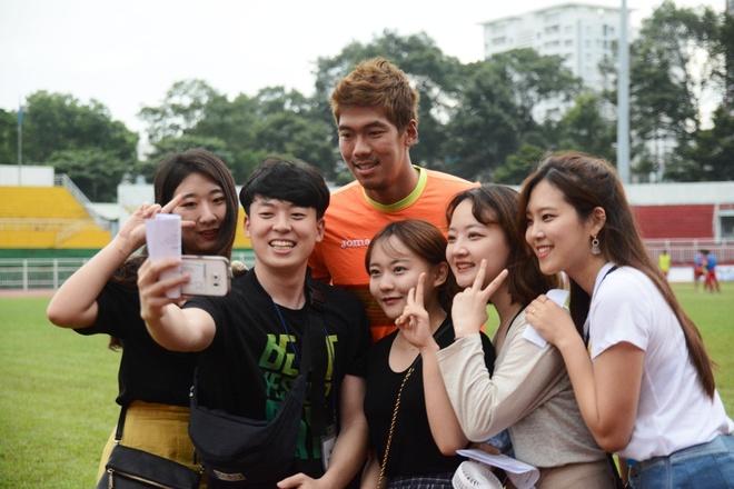 Nhom Berry Good khuay dong tran Tuyen TP.HCM vs Gangwon hinh anh 5