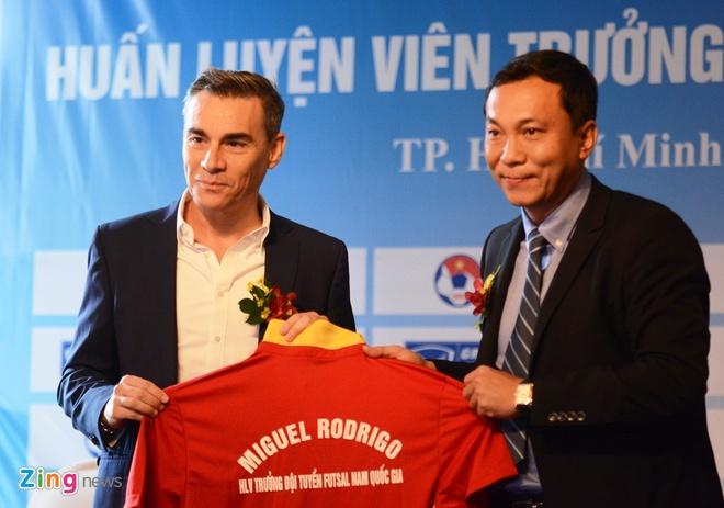 HLV Miguel Ridrigo tu tin dua futsal Viet Nam vao top 4 chau A hinh anh 1