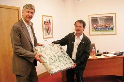 Bau Duc va canh bac dang do voi Arsenal hinh anh