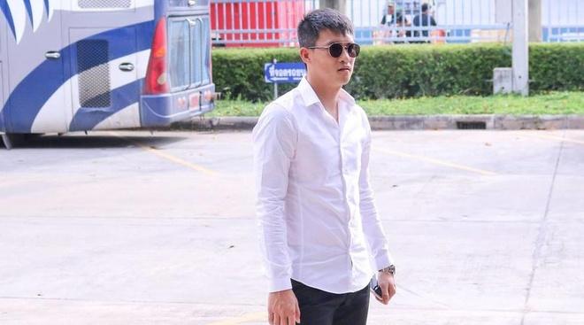 Cong Vinh sang Thai Lan xem doi bong cua Kiatisak thi dau hinh anh