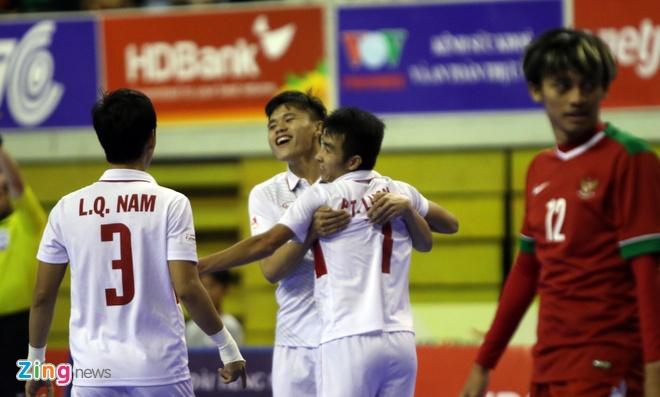 Con 32 giay, futsal Viet Nam ghi ban danh bai Indonesia 4-3 hinh anh 4