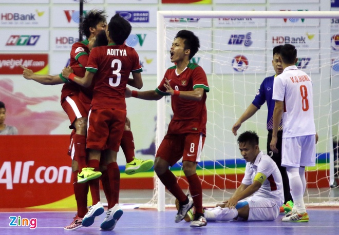 Con 32 giay, futsal Viet Nam ghi ban danh bai Indonesia 4-3 hinh anh 6