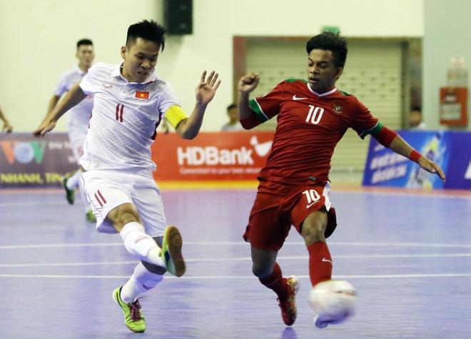 Con 32 giay, futsal Viet Nam ghi ban danh bai Indonesia 4-3 hinh anh