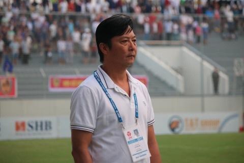 HLV Le Huynh Duc: 'Co ky luat duoc trong tai dau ma khieu nai' hinh anh