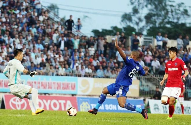 Quang Nam tien sat den ngoi vo dich V.League 2017 hinh anh 3