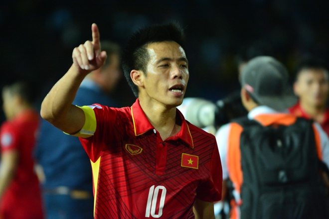 Van Quyet, Thanh Trung sang cua gianh Qua bong vang Viet Nam 2017 hinh anh