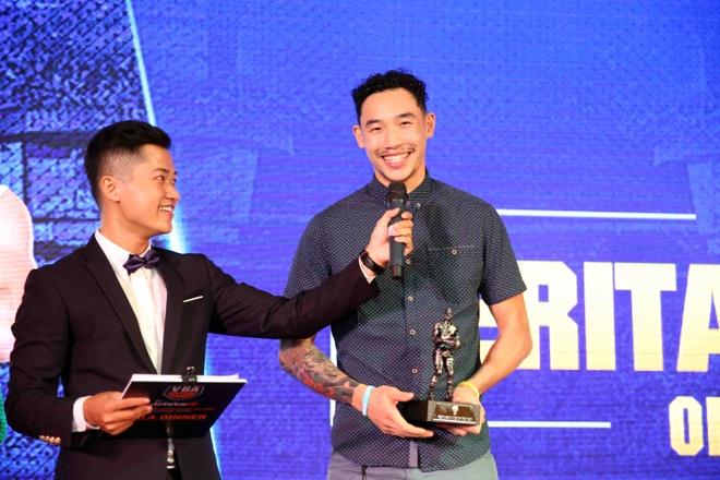 Tam Dinh nhan 2 giai thuong tai Gala trao giai VBA 2017 hinh anh