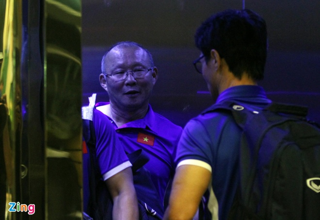 U23 Viet Nam tap nhe truoc gio an toi o Thai Lan hinh anh 6