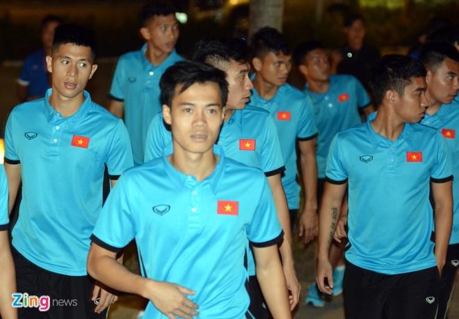 U23 Viet Nam tap nhe truoc gio an toi o Thai Lan hinh anh 7