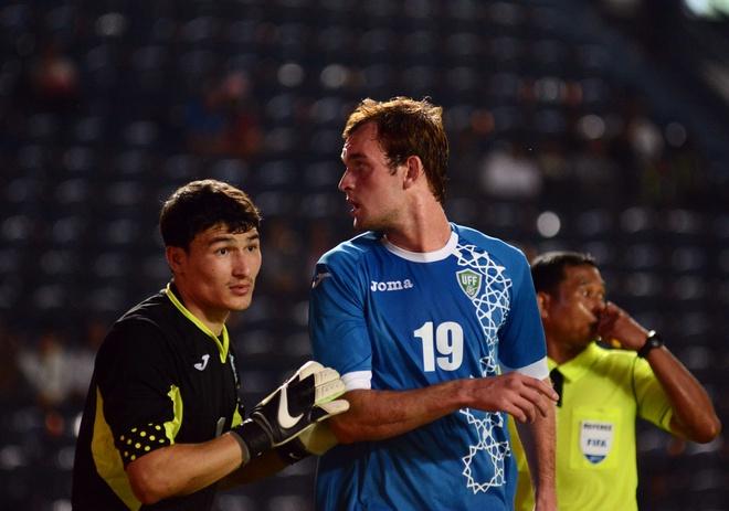 U23 Uzbekistan uc che vi cau thu Myanmar lien tuc nam san hinh anh