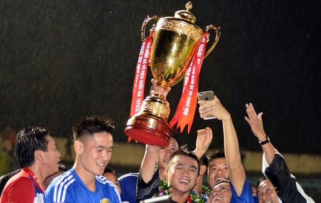 CLB Quang Nam nhan hon 8 ty tien thuong sau khi vo dich V.League hinh anh