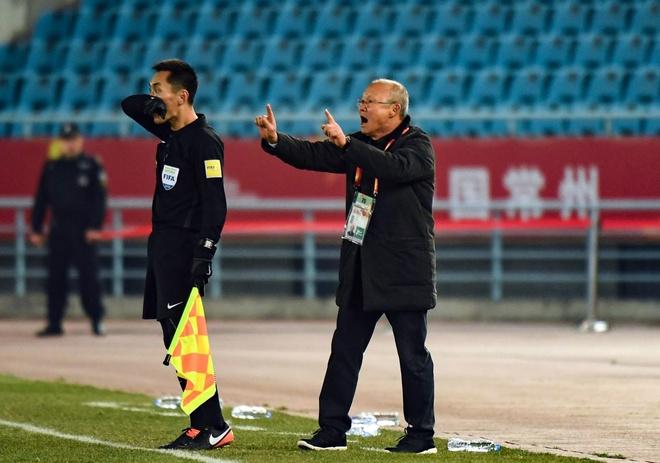 Quang Hai va 'cu sut sieu dang' giu giac mo vang cho U23 Viet Nam hinh anh 2