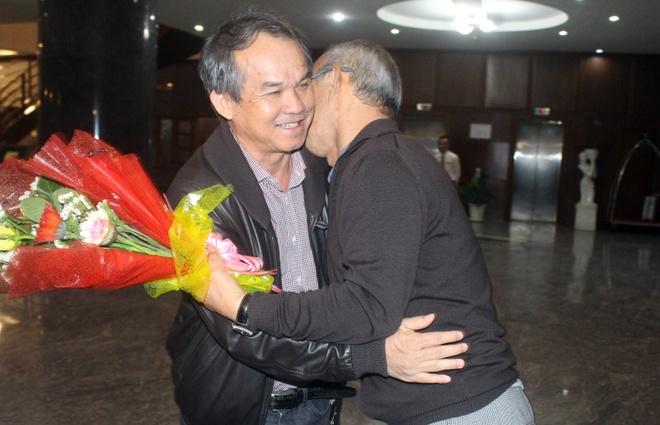 Bau Duc cung nguoi ham mo Gia Lai chao don HLV Park Hang-seo hinh anh