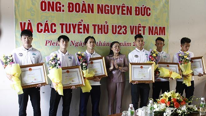 Vui, buon chuyen thuong Tet cua cau thu V.League hinh anh 1
