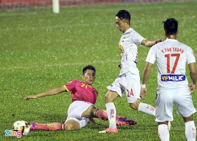 Trung ve U23 Viet Nam ve khoac ao doi bong bau Hien hinh anh 1