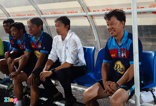 Lee Tae Hoon,  Park Hang Seo,  Chung Hae Seong,  Han Quoc,  HAGL,  HLV,  V League 2019,  Campuchia anh 2