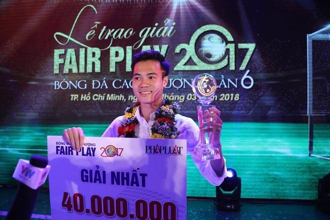 Van Toan doat giai Fair-Play 2017 hinh anh