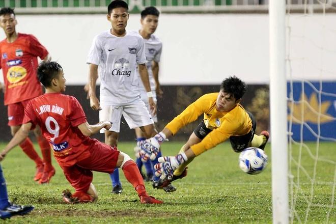 Lua U19 cua bau Duc vat va danh bai U19 Chonburi hinh anh