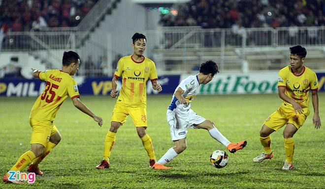Van Toan, Minh Vuong toa sang giup HAGL thang 'giai han' tai V.League hinh anh 6