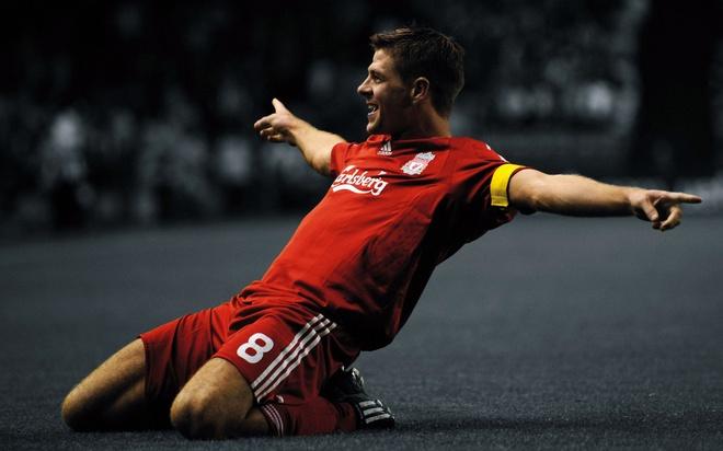 Gerrard sap thi dau tro lai trong mau ao Liverpool hinh anh 1