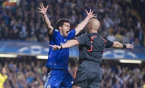 Tron 8 nam tro he cua Ovrebo nao loan tran thu hung Chelsea - Barca hinh anh