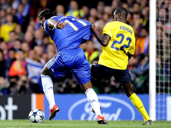 Tron 8 nam tro he cua Ovrebo nao loan tran thu hung Chelsea - Barca hinh anh 2