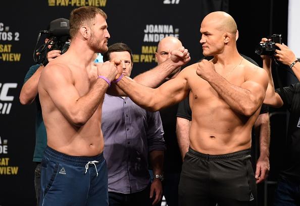 UFC 211: Mat 2 phut, nha vo dich cho ke thach dau do van hinh anh 1