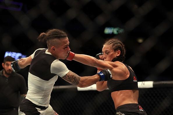 UFC 211: Mat 2 phut, nha vo dich cho ke thach dau do van hinh anh 11