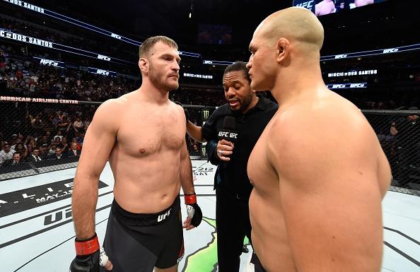 UFC 211: Mat 2 phut, nha vo dich cho ke thach dau do van hinh anh 4