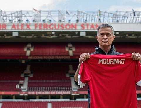 Mourinho dang co gang lua doi tat ca Manucian hinh anh 1