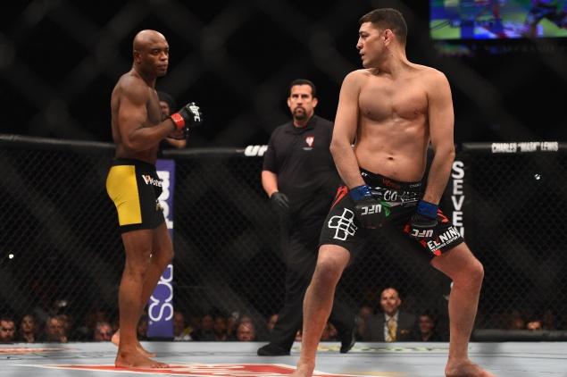 Nhung khoanh khac hai huoc nhat lich su UFC hinh anh