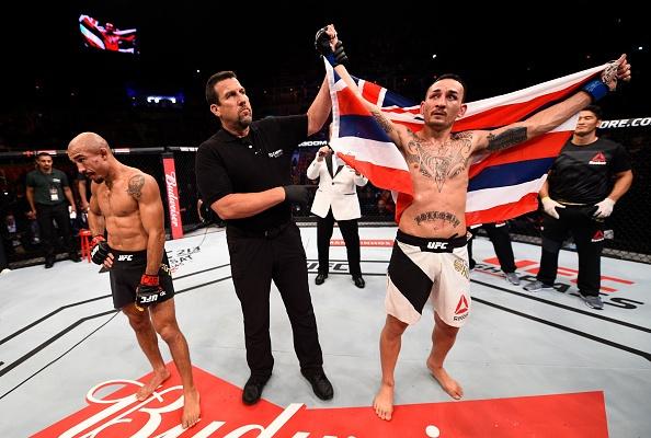 UFC 212: Thua dau Max Holloway, nha vo dich Jose Aldo khoc nuc no hinh anh 10