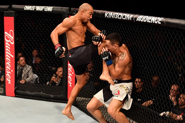 UFC 212: Thua dau Max Holloway, nha vo dich Jose Aldo khoc nuc no hinh anh 5