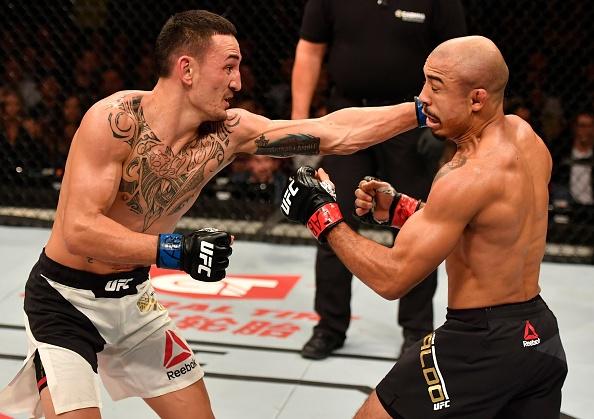 UFC 212: Thua dau Max Holloway, nha vo dich Jose Aldo khoc nuc no hinh anh 6