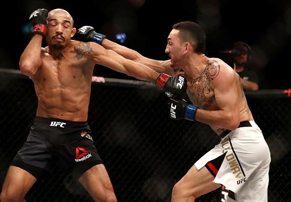 UFC 212: Thua dau Max Holloway, nha vo dich Jose Aldo khoc nuc no hinh anh 7