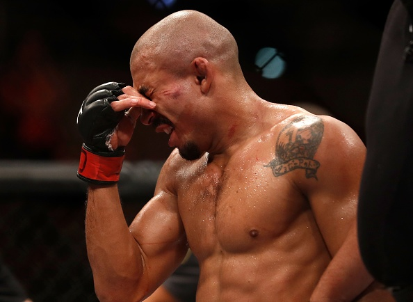 UFC 212: Thua dau Max Holloway, nha vo dich Jose Aldo khoc nuc no hinh anh 9
