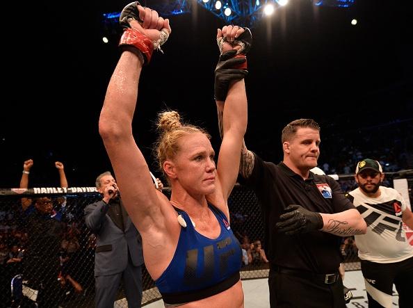 UFC FN 111: Holm knockout doi thu kieu ngao bang don head-kick dep mat hinh anh
